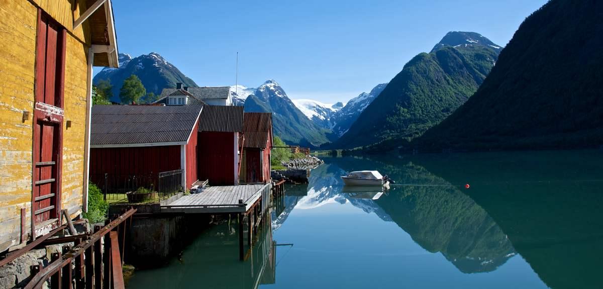 fjarland-fjarlandsfjorden-norway