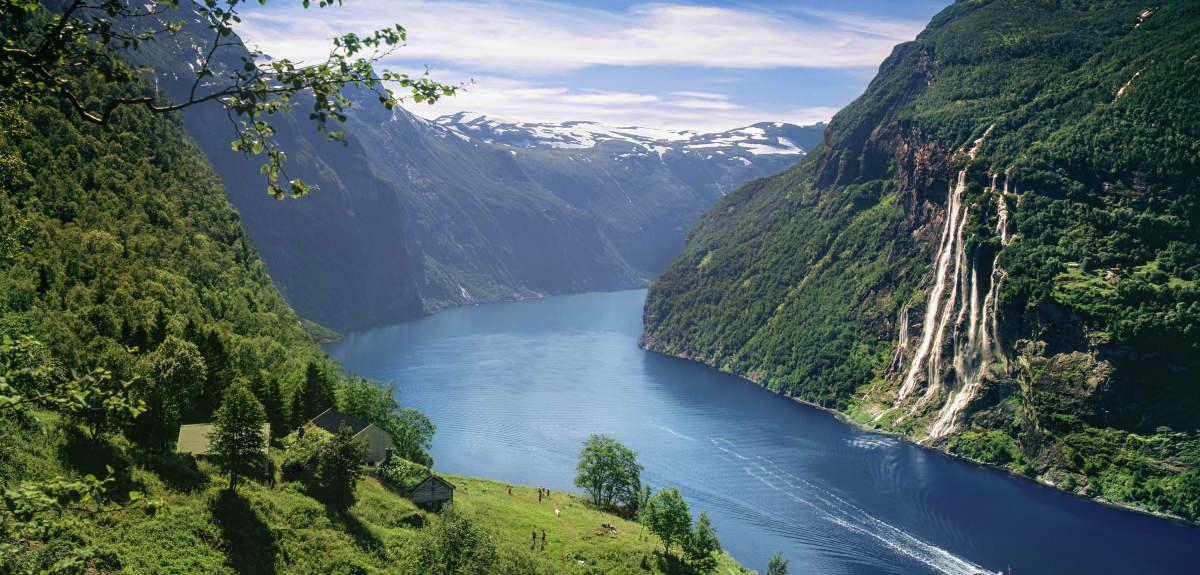 unesco-geirangerfjord-skagefla-waterfall